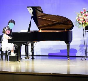 親子でピアノに向かう NMF発表会 その7