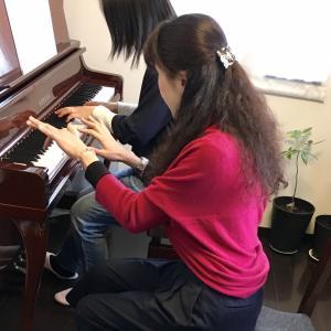 難しいのは弾けないけれど素敵なアレンジで弾きたい!というピアノ初心者におススメの曲集が出ました!