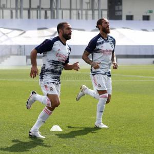 ◆悲報◆レアル・マドリーの練習シャツ、トットナムっぽくなってしまう