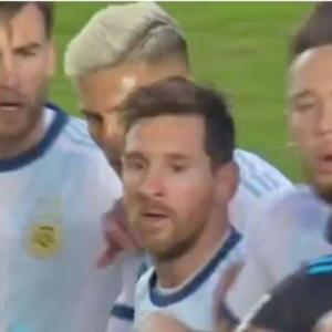 ◆悲報◆リオネル・メッシたん、W杯南米予選で対戦相手コーチに「ハゲ!」と罵ってしまう(´・ω・`)