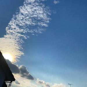 12月のお休みご案内と雲