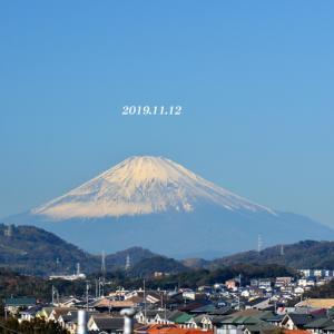 満月を横切る‥ 『自宅から90km先の富士』