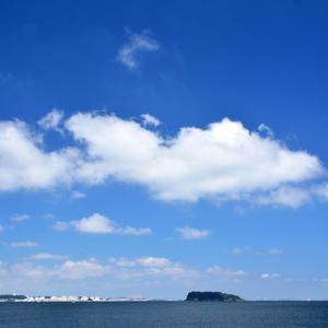 無人島 上空に‥ 『空の模様2020』