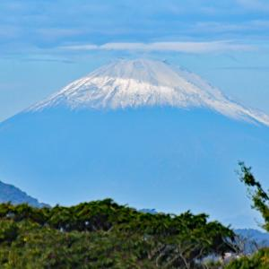 笠をかぶってる 『自宅から90km先の富士』