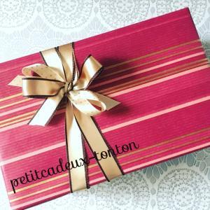 女性の方へのお誕生日プレゼントのご依頼です♪bluetoothスピーカーをラッピングシ...