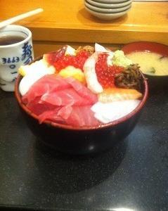 小伝馬町のおすすめの海鮮丼「寿司富」