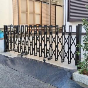 アルミの伸縮門扉と門扉の施工