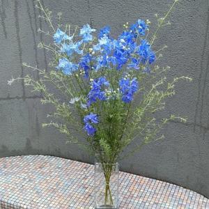 夏日に涼し気な生け花♪