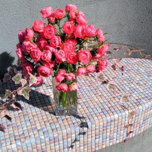 ピンクのスプレーバラの生け花とアレンジ♪