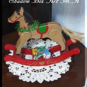 可愛い! クリスマストーイに囲まれて~♪