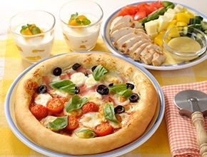 夏におすすめ単発レッスン!ハーフ&ハーフピザ &チキンサラダ&マンゴーヨーグルト