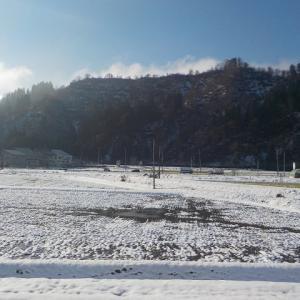 初雪を踏む二人の散歩(その1)