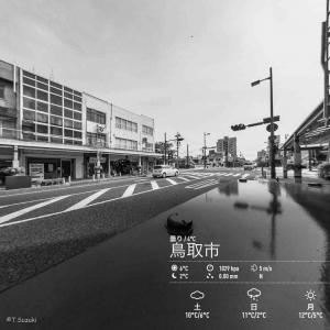 2019年12月6日(金)午前6時の気温1.5度、湿度77%、雪マーク付きの寒い鳥取市滝山の朝です。 写真は過日の鳥取市若桜橋付近です。