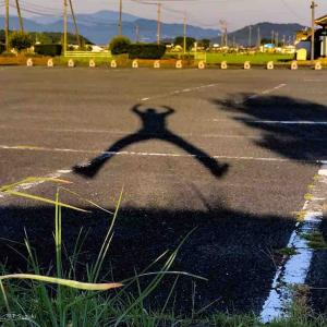2021年8月23日(月)午前4時の気温25.4度、湿度84%、鳥取市滝山の夜明け前です。 ホップステップジャンプでGO♪ (因幡万葉歴史館)