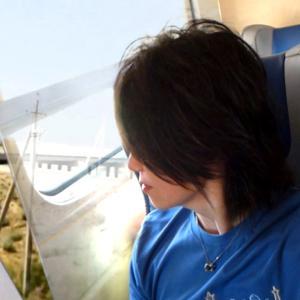 ウズベキスタン、電車で投げキッス