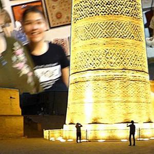 ウズべキスタン、ブハラの夜のカラーンモスク、ミナレット
