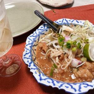タイ料理を作る カノムチンナムギヤオ