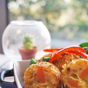 トマトとチーズが じゅわ~っの トマジャガコロッケ♪