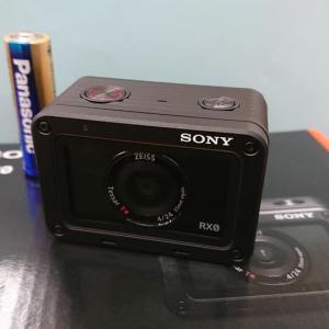 ソニーの小さなデジカメ「DSC-RX0」入荷!