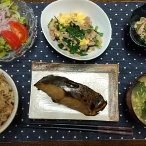【晩ごはん】炊き込みご飯、サワラの醤油糀照り焼き。