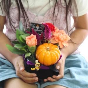 今月の花育はかぼちゃを使ってハロウィンのフラワーアレンジ