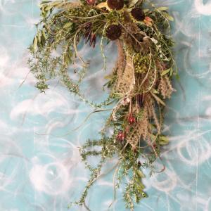 秋花材で馬蹄型のスワッグ 湘南サロンディスプレイ