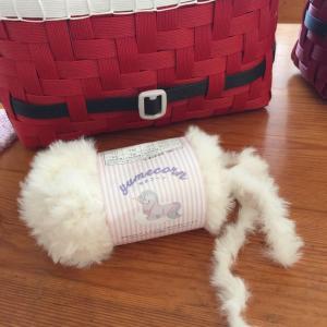 セリアさん と ダイソーさんで 平編みひもを編む  v(^_^v)♪