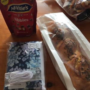 マスクキット と おいしいパンと…  (*´Д`*)