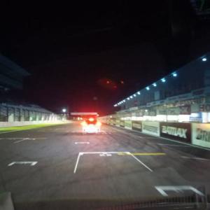 国際レーシングコースを走る