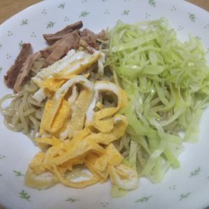 自家製麺で冷し中華食べています。