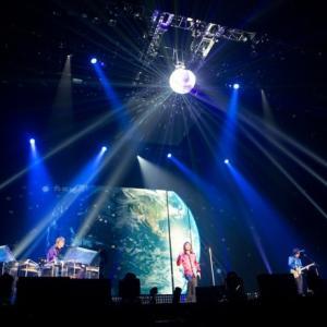 TM NETWORK「WE LOVE THE EARTH」:ハウス・ミュージックとポップスが交錯し、二人の世界を描く「踊れるラブソング」
