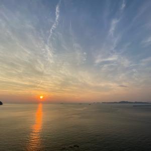 海と夕陽。