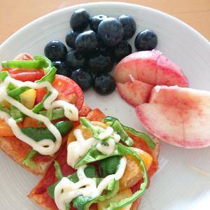 採れたて野菜とフルーツの朝食