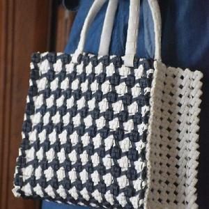 今日は~四つ畳み編みのバッグの日