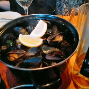 Cafe Salade de fruitsの絶品Mussels and Fries