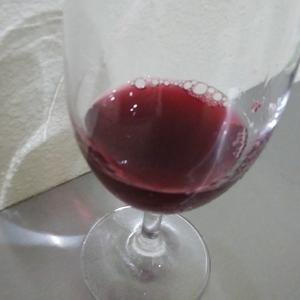 うさうさのプチファーム、初醸造の赤ワインです。