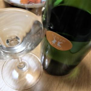 うさうさのプチファーム、初醸造の白ワインです。