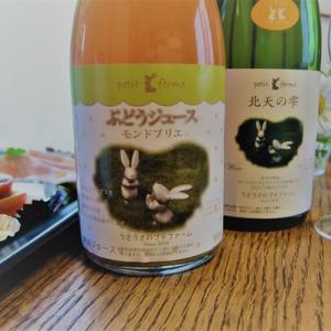 ワインと料理の写真