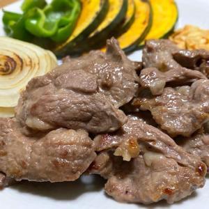 ガーリックチップとベルのタレで食べる「サフォーククロスラムジンギスカン」