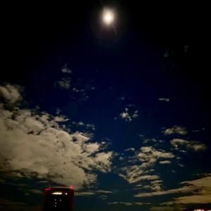 わずかな雲の隙間から…ちょっと粘って…な「中秋の名月」
