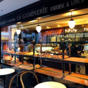 ラ・ギャミヌリィさんのパンと「ラムチョップ&チーズ」
