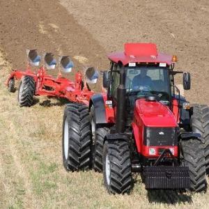ベラルーシ産業の象徴 ミンスク・トラクター工場の挑戦