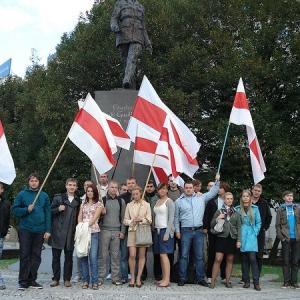 ベラルーシの白・赤・白の国旗