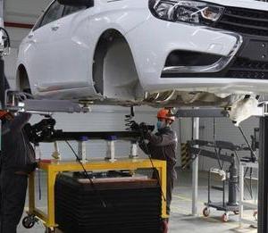 ウズベキスタンの特区でLADA車を現地生産