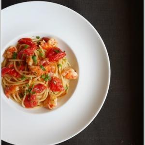 海老とミニトマトの軽い煮込みをパスタソースに♪