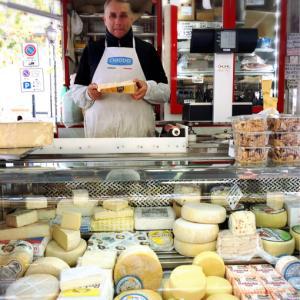 朝市のチーズ屋さん♪