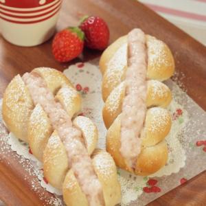 ノンバターで作る低カロリー菓子パン  「ストロベリークリームツイストパン」