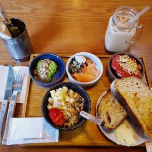 [弘大]自分好みの組み合わせでオーダー!オシャレカフェで満腹朝ごはん