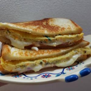 今日の朝ごはんは韓国屋台トースト〜♡