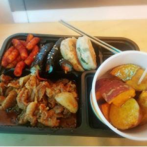 韓国で安く食事を済ませたい時にいい!市場で食べるお弁当